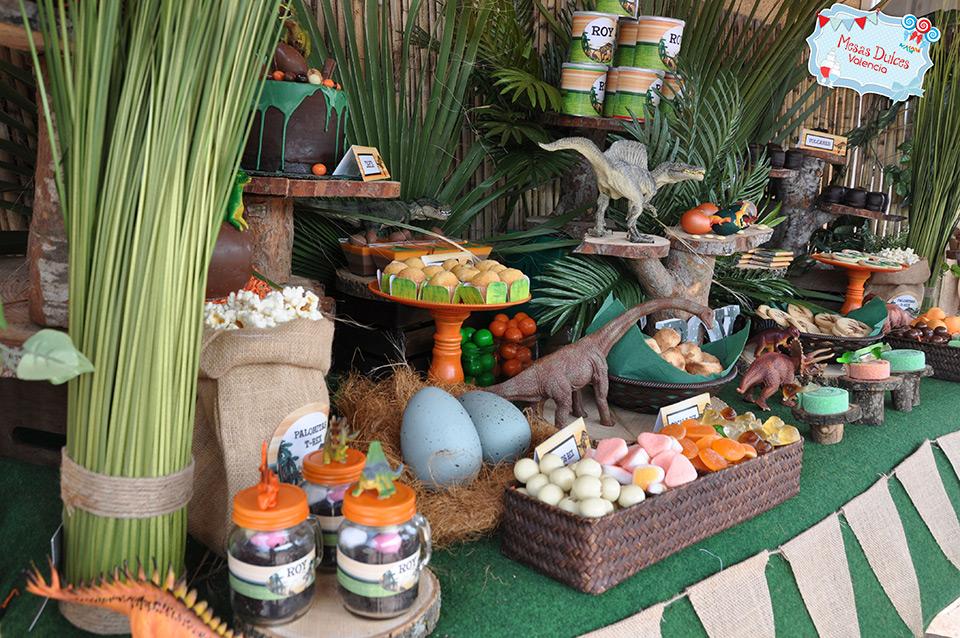 Mesa dulce dinosaurios mesas dulces valencia - Ideas para decorar mesas de chuches ...